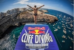 Polignano a Mare: la folla dei 55.000 acclama i campioni della Red Bull Cliff Diving World Series